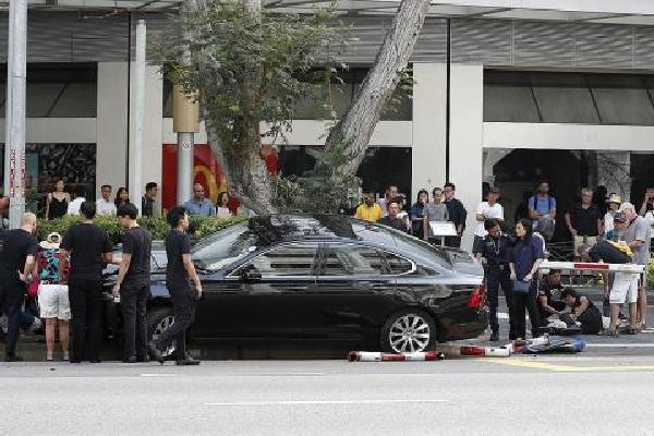 Car mounts kerb in Raffles City, 3 pedestrians injured