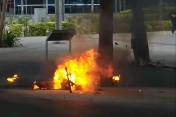 E-scooter bursts into flames, small explosions heard