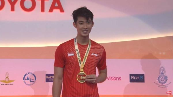 Malaysian born Singaporean Loh Kean Yew beats Olympic Champ Lin Dan and wins Thailand Open