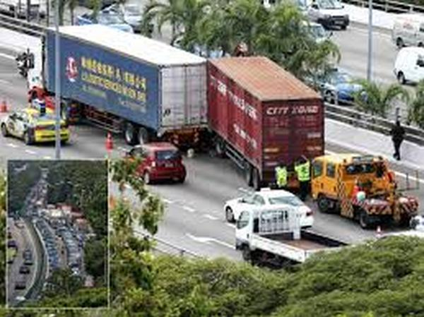 1 person dead in accident between 2 lorries at AYE