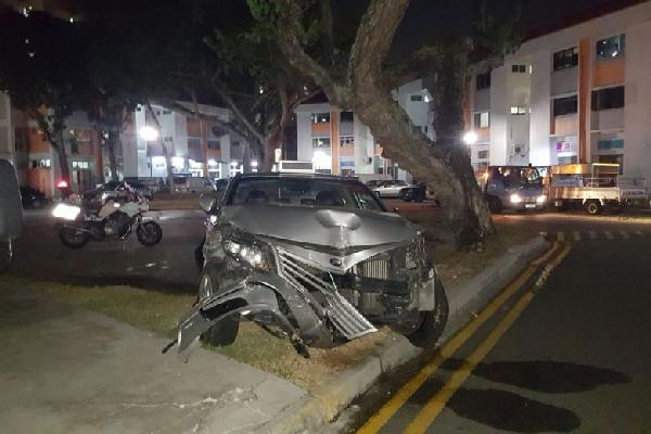 Taxi driver crashed into 3 cars in Bedok carpark, turned out he was drunk