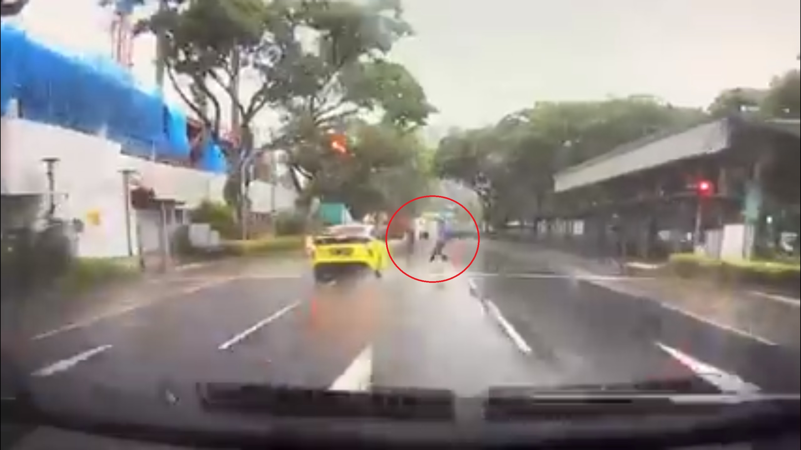 Taxi Beats Red Light & Knocks Down a Pedestrian at Penang Road